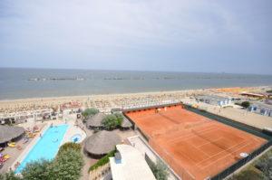 Photogallery BAGNI AZZURRA_tennis e piscina